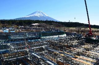寒冷期を迎えた工事現場(11月28日撮影)