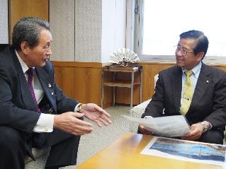 須藤富士宮市長と話す才賀会長