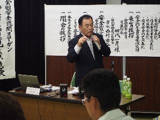 講演する菅井専務理事